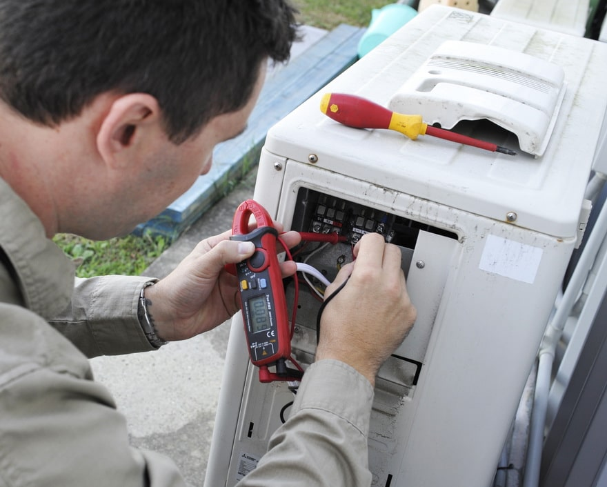 expert electrical employee setting up a multi split air conditioning system